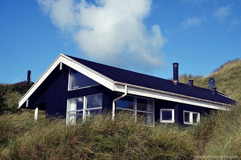 Schwarzes Holzhaus