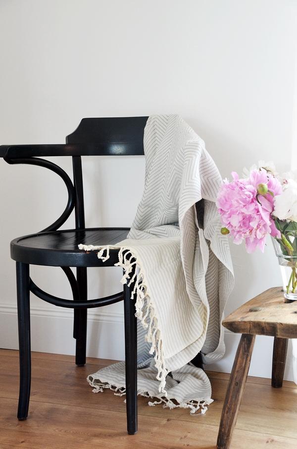 Baumwolldecke grau weiß Muster fair nachhaltig