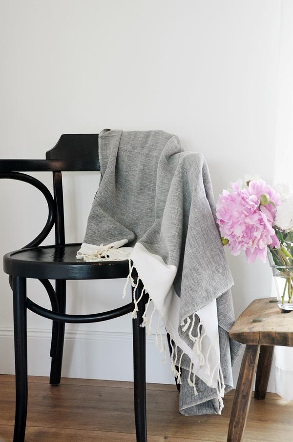 Decke schwarz natur nachhaltig fair Baumwolle Bambus