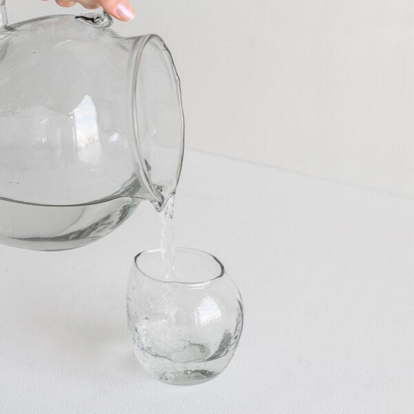 Krug recyceltes Glas