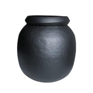 schwarzer Übertopf aus Metall