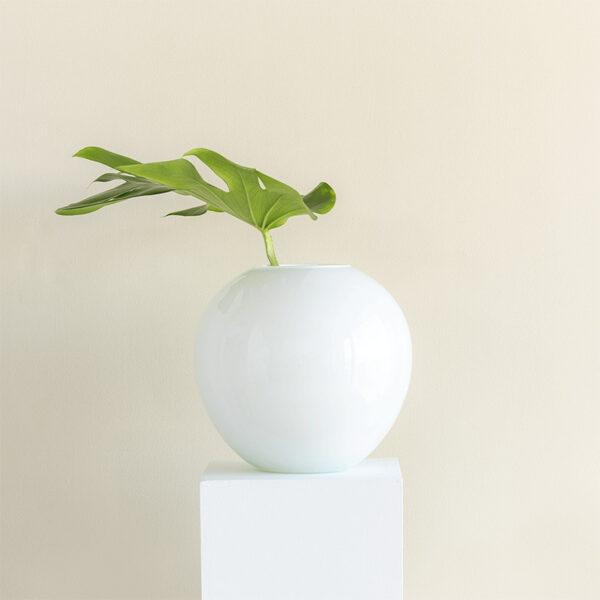weiße Vase recyceltes Glas UNC Amsterdam